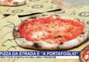 """A Napoli la pizza da strada è piegata """"a portafoglio"""""""